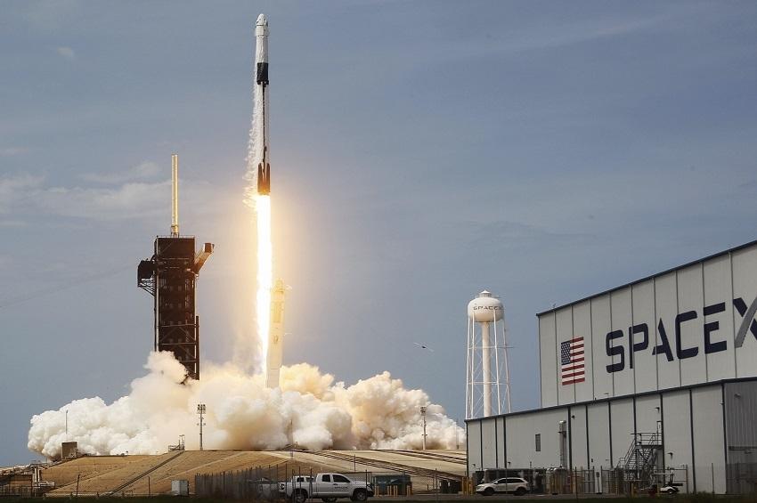 ยูซาคุ มาเอะซาวะ เปิดรับสมัครผู้เข้าร่วมภารกิจบินผ่านดวงจันทร์ครั้งแรกบนจรวด Starship ของ SpaceX ในปี 2566