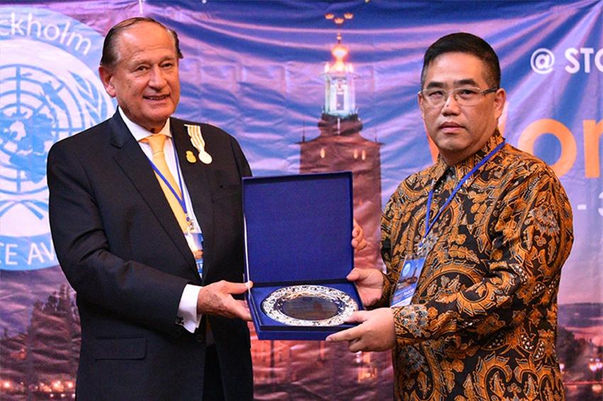 "Pak Teo คว้ารางวัล ""World Peace Award"""