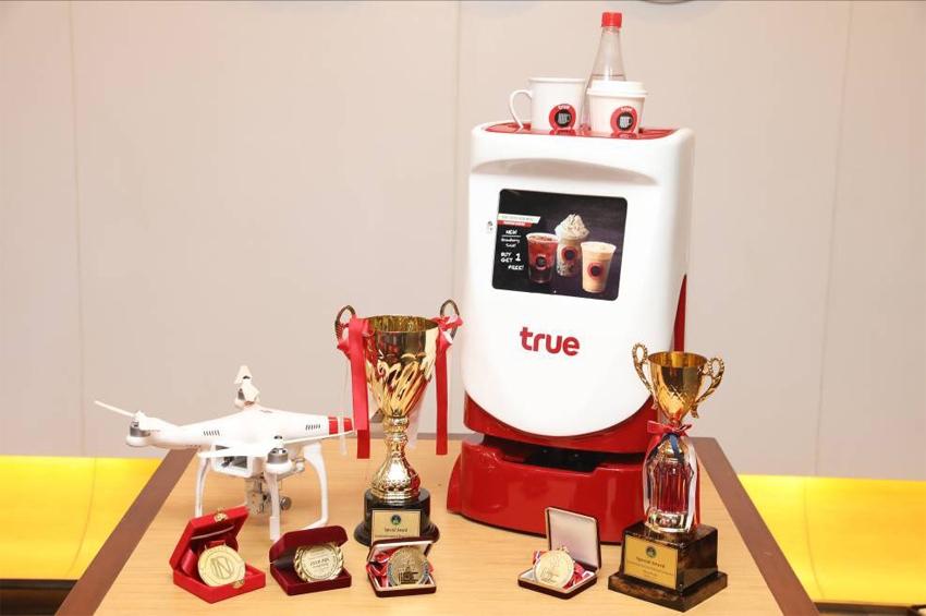 นวัตกรกลุ่มทรู โชว์ 2 ผลงานแห่งความภาคภูมิใจ CoW on Fly และหุ่นยนต์ COFY คว้า 6 รางวัลนวัตกรรมระดับสากล