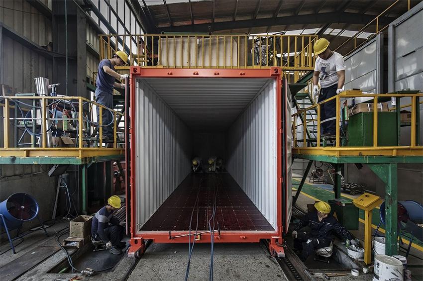 ตู้คอนเทนเนอร์สร้างกันอย่างไร? (How Are Shipping Containers Made?)