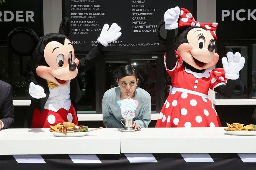 Black Tap ควง Vanessa Hudgens เปิดตัวที่ Downtown Disney