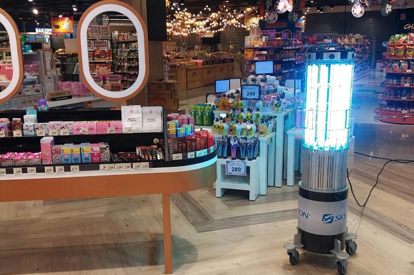 TOPS - Central Food Hall ใช้นวัตกรรมหุ่นยนต์ฆ่าเชื้อโควิด-19 ด้วยรังสี UVC